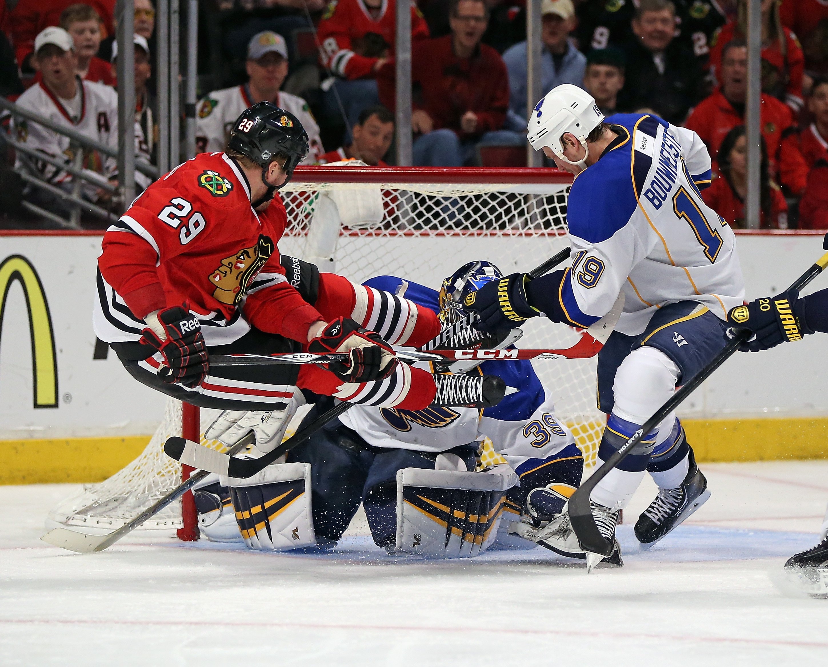 Blackhawks win four-straight, eliminate Cup-favorite Blues