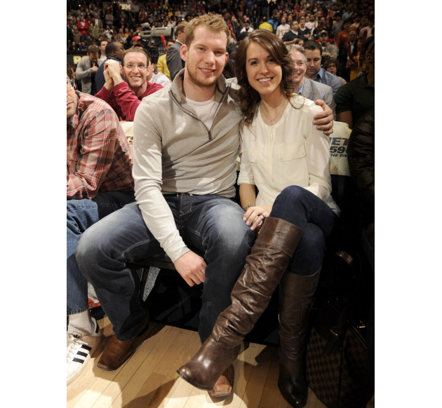 Leafs fans hurl online abuse at James Reimer's wife