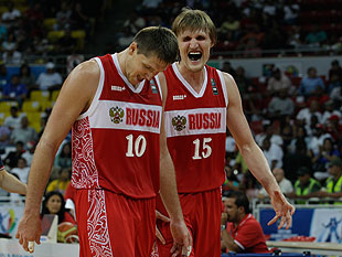 Kirilenko-right-is-the-laugh-and-the-roa