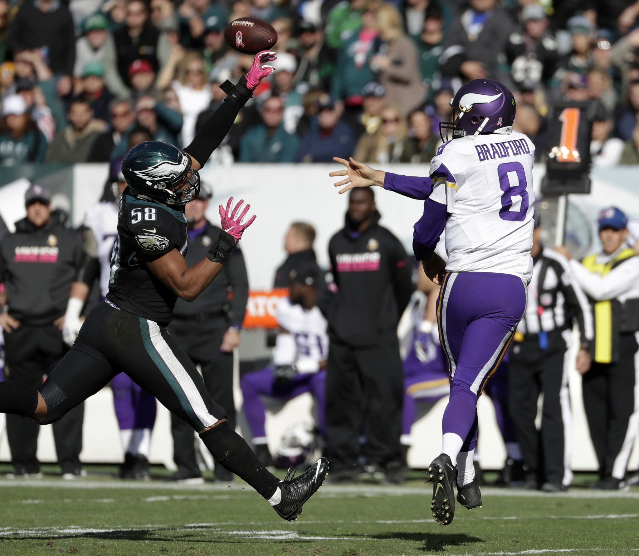 Vikings' offensive line looks awful in first loss, but they sti…