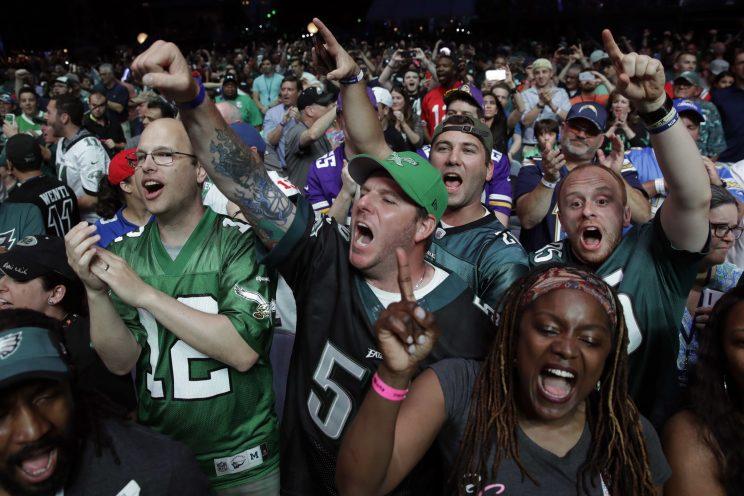 Former Cowboys WR Drew Pearson hilariously trolls booing Eagles fans