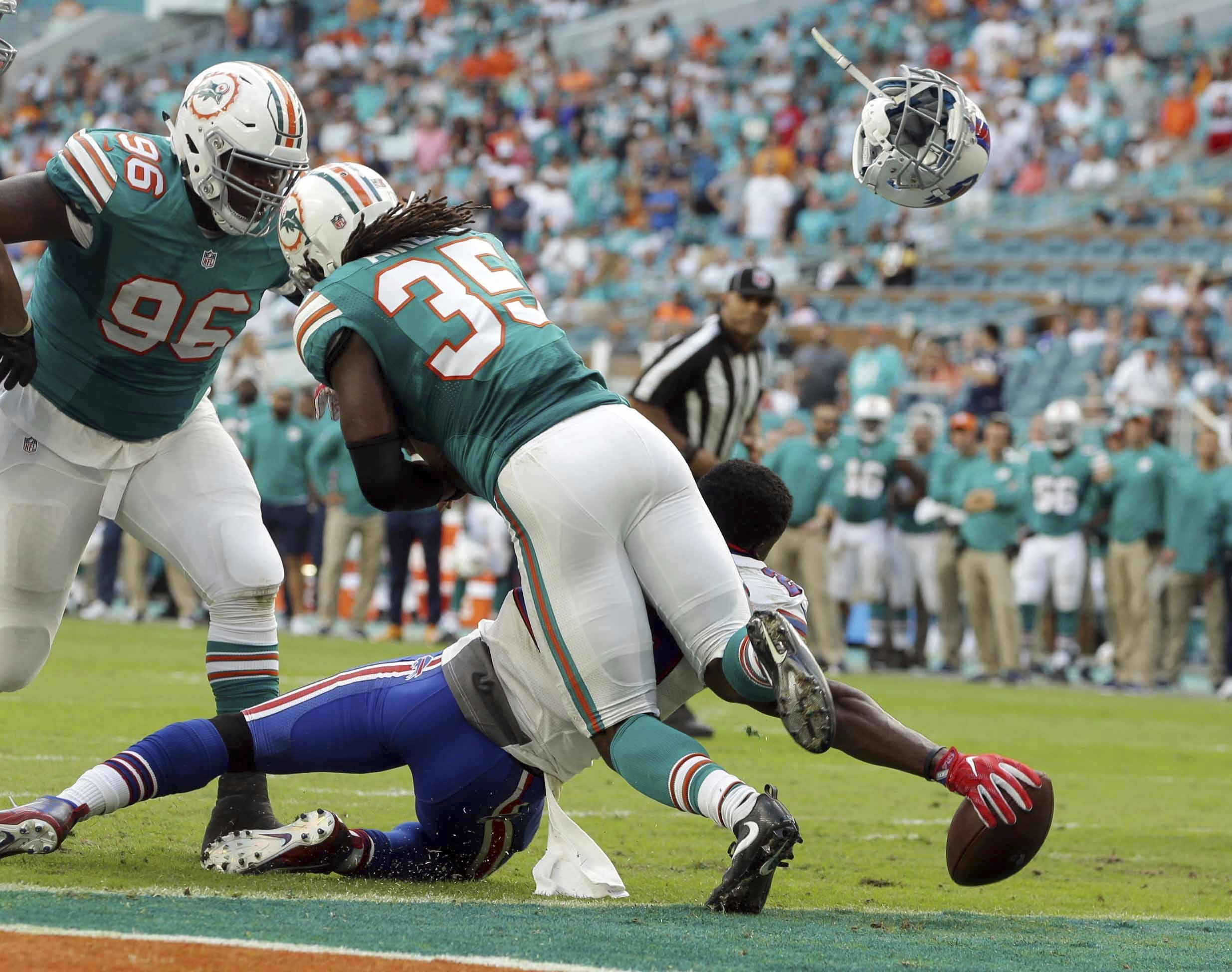 Dolphins cut player mid-practice who was arrested on drug charg…