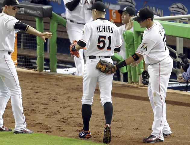 Ichiro reminds us he still possesses a strong right arm