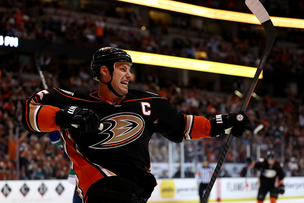 Ryan Getzlaf suffers upper-body injury against San Jose Sharks