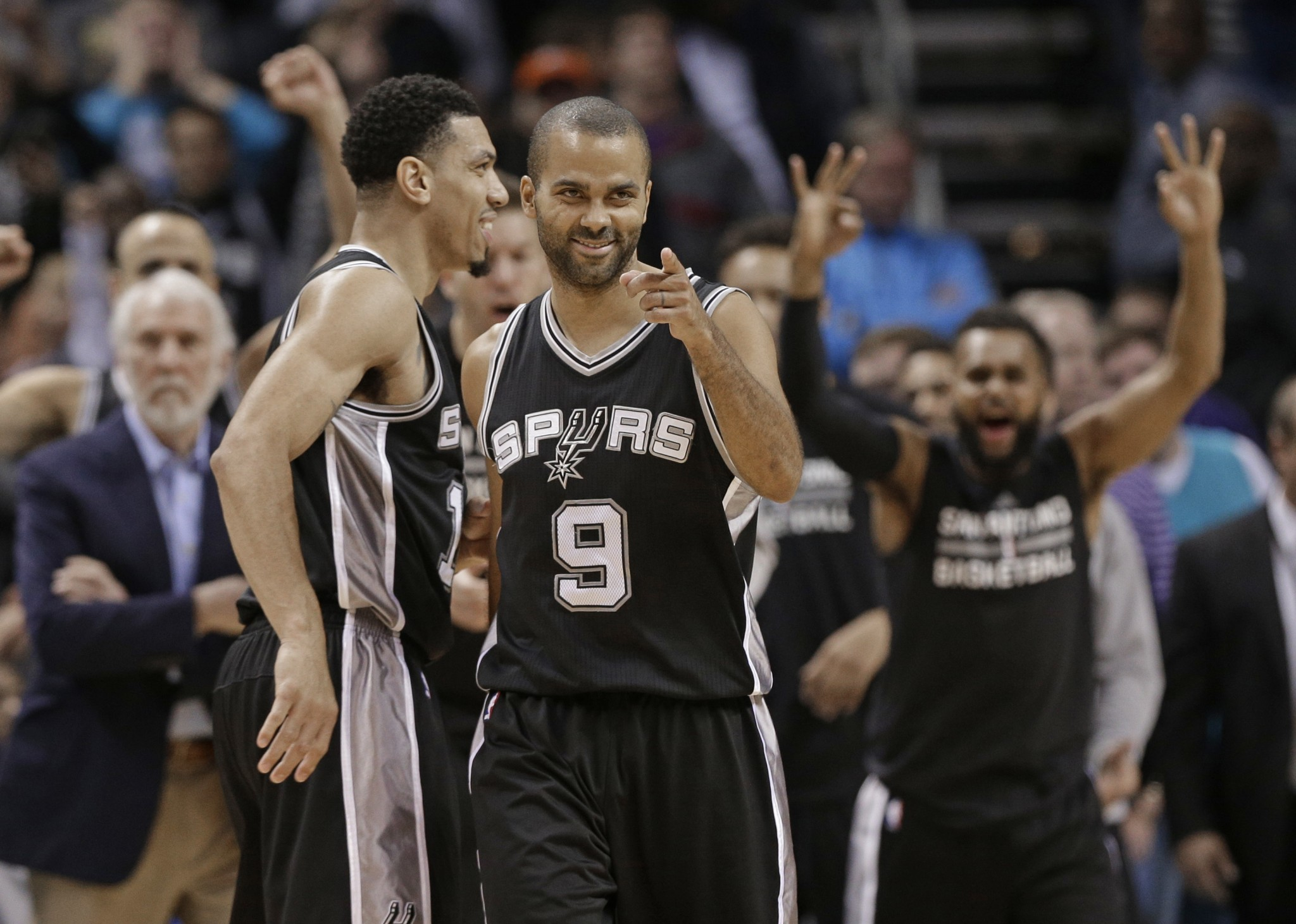 Tony Parker's dagger 3 puts away Hornets, keeps Spurs perfect o…