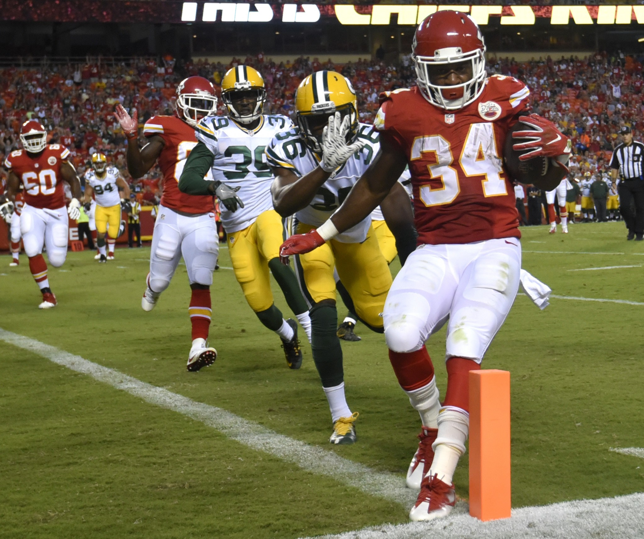 Chiefs trade RB Knile Davis to Packers, who need depth behind E…