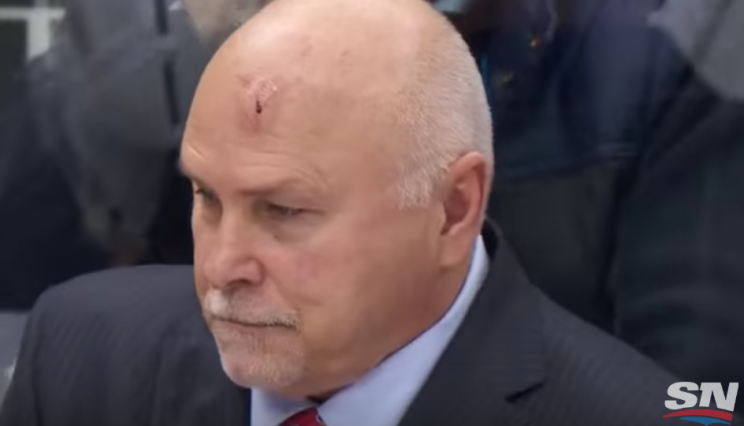 Barry Trotz takes puck off head, ref cam captures the pain (Vid…