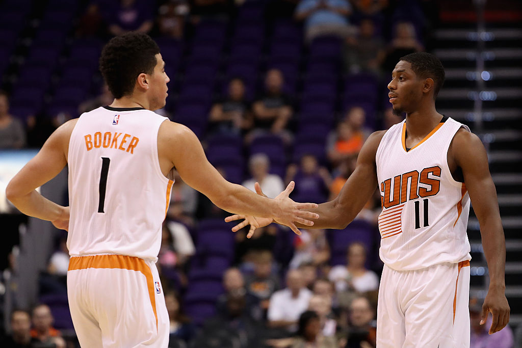 The Suns are tracking how many high-fives their players give ea…