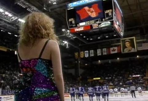 Winnipeg Arena's giant Queen Elizabeth II portrait being sold o…