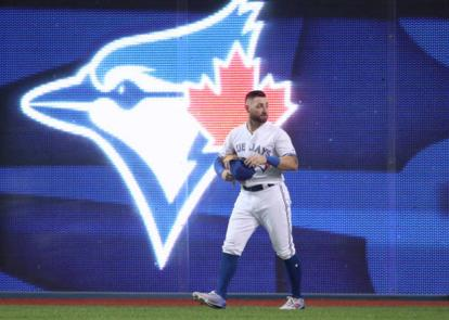 Kevin Pillar hitting into triple play caps game he'll want to forget