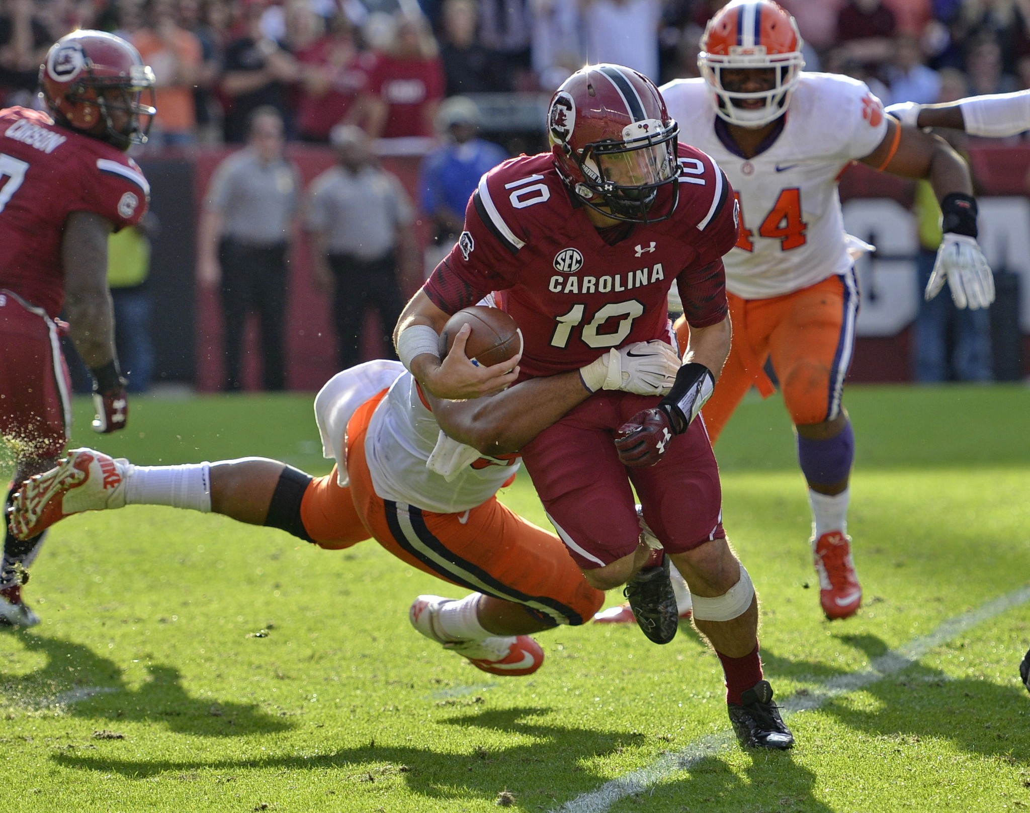 South Carolina quarterback Perry Orth scrambles out of the backfield during the second half of an NCAA college football game against Clemson Saturday, Nov. 28, 2015, in Columbia, S.C. Clemson won 37-32. (AP Photo/Richard Shiro)