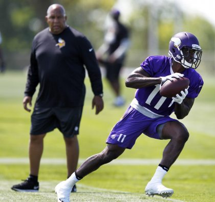 Vikings WR coach George Stewart, left, watches rookie pupil Laquon Treadwell, right (AP).