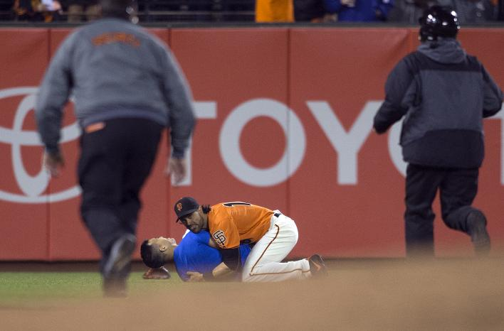 Angel Pagan body slams fan on the field who approached him with…