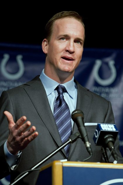 Colts to build Peyton Manning statue at Lucas Oil Stadium