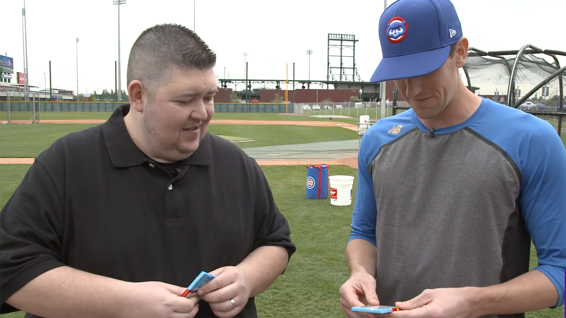 Kyle Hendricks opening old Topps cards from 1992. (Yahoo Sports)