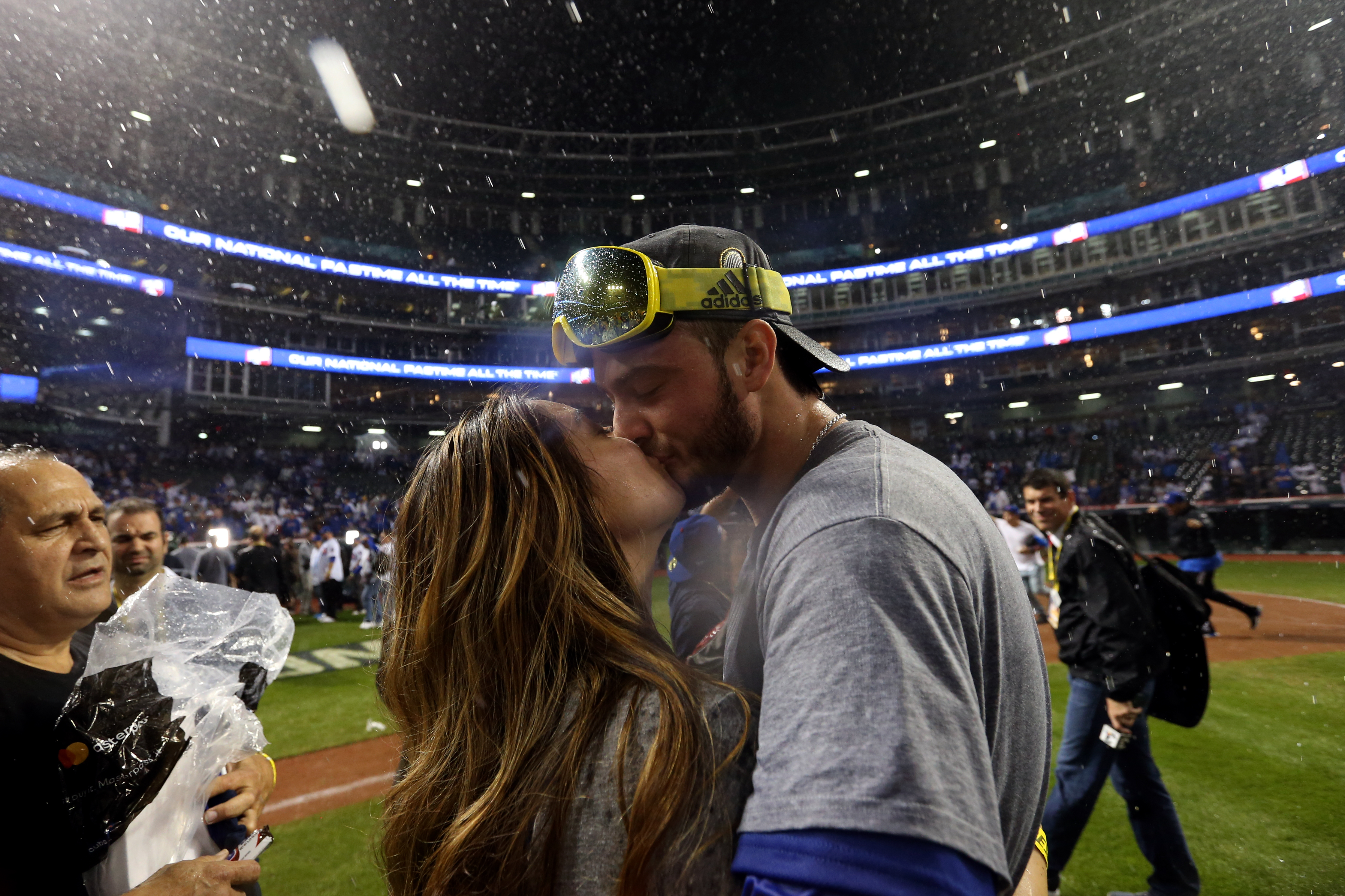 Kris Bryant sent thank you notes to fans who bought him wedding gifts