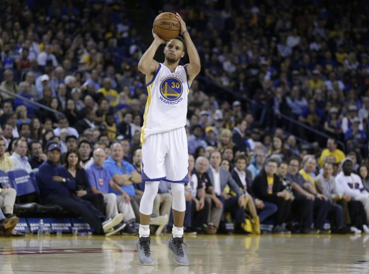 The Warriors set another 3-point record in a romp over the Mavs