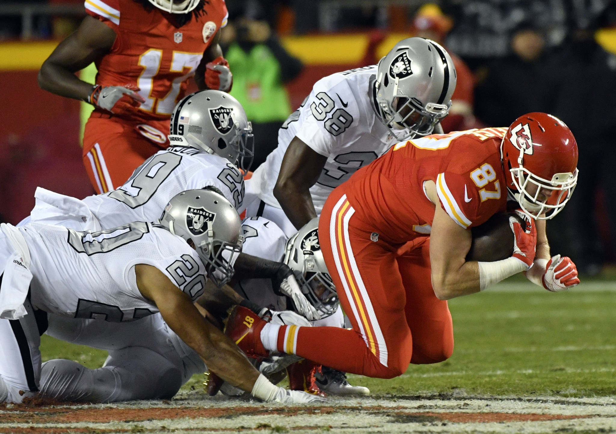Watch Chiefs' Travis Kelce mock Raiders' flamboyant punter, Mar…