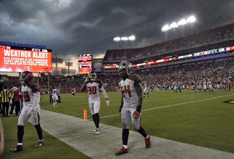 Rams Offense Breaks Loose; Top Buccaneers 37-32 in Tampa