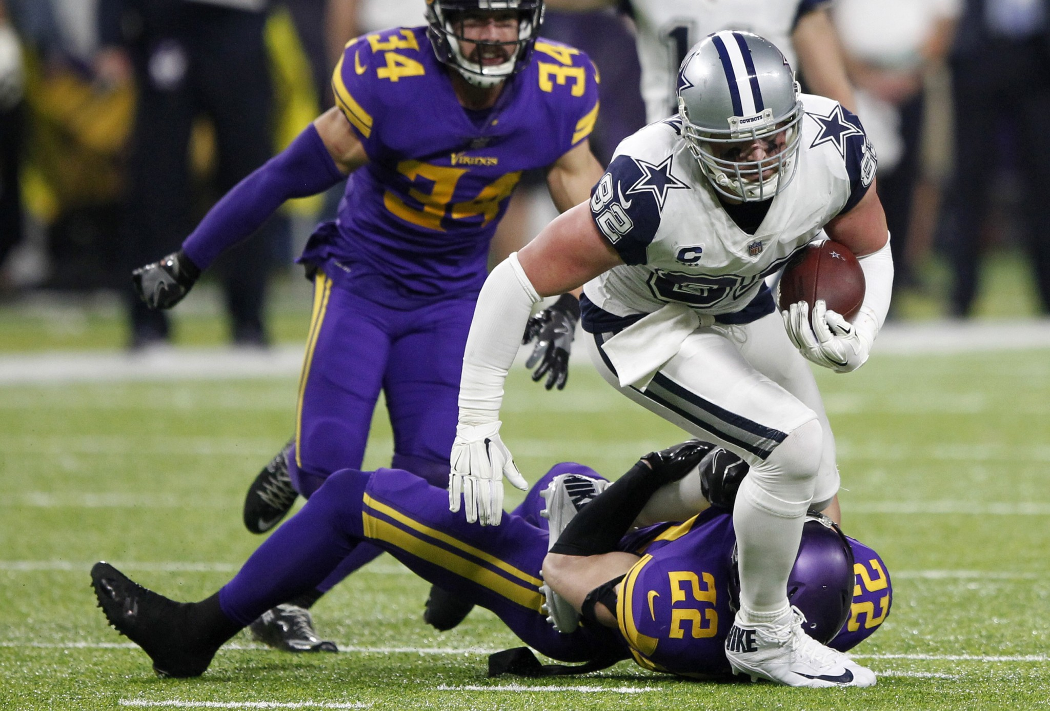 Jason Witten's receptions streak ends at 130 games after catch wiped out