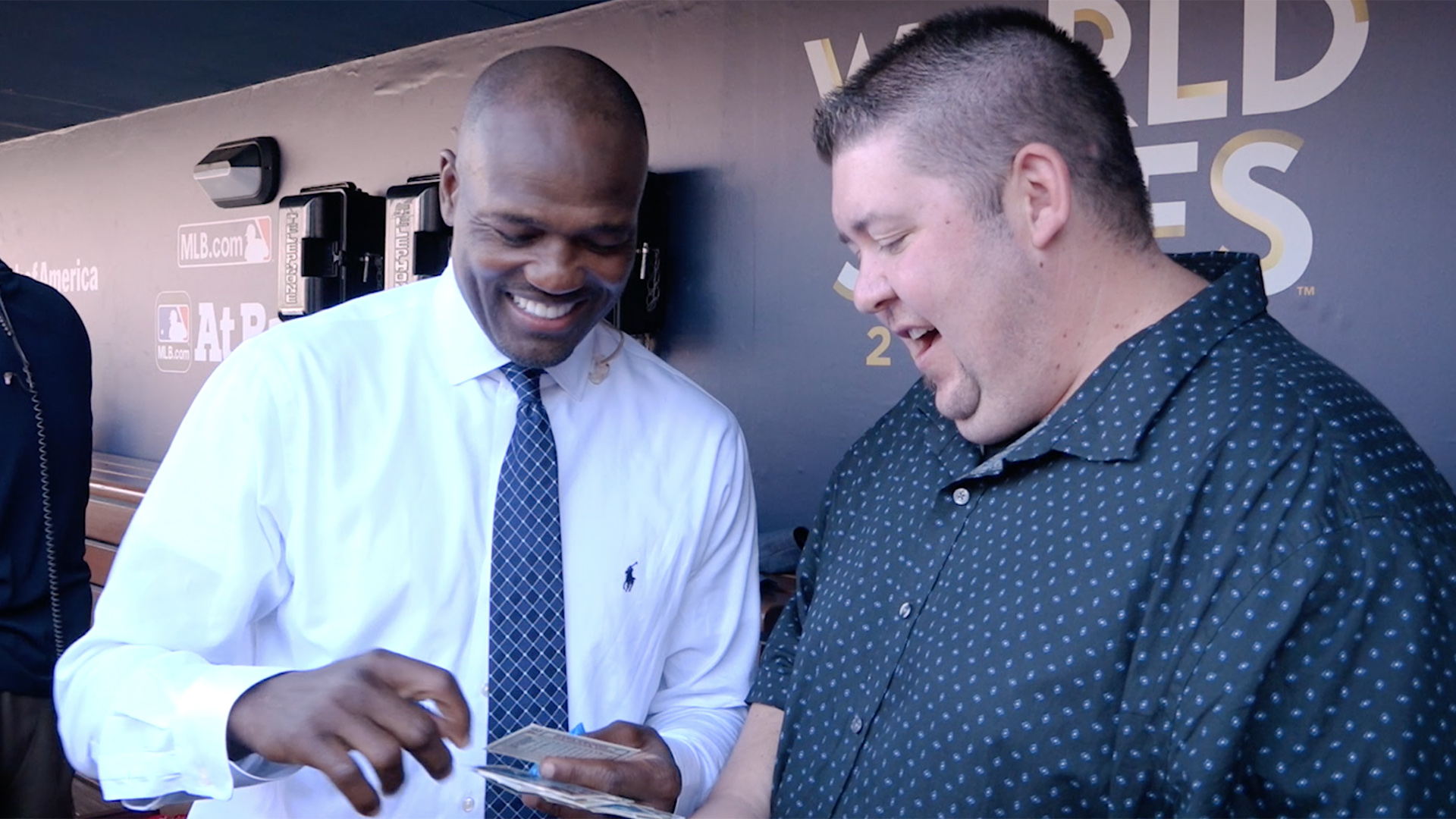 Two-time MLB All-Star and MLB Network analyst Harold Reynolds looks through packs of baseball cards from 1992. (Yahoo Sports)