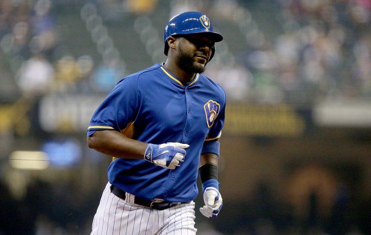 Chris Carter, NL home run co-leader, non-tendered by Brewers