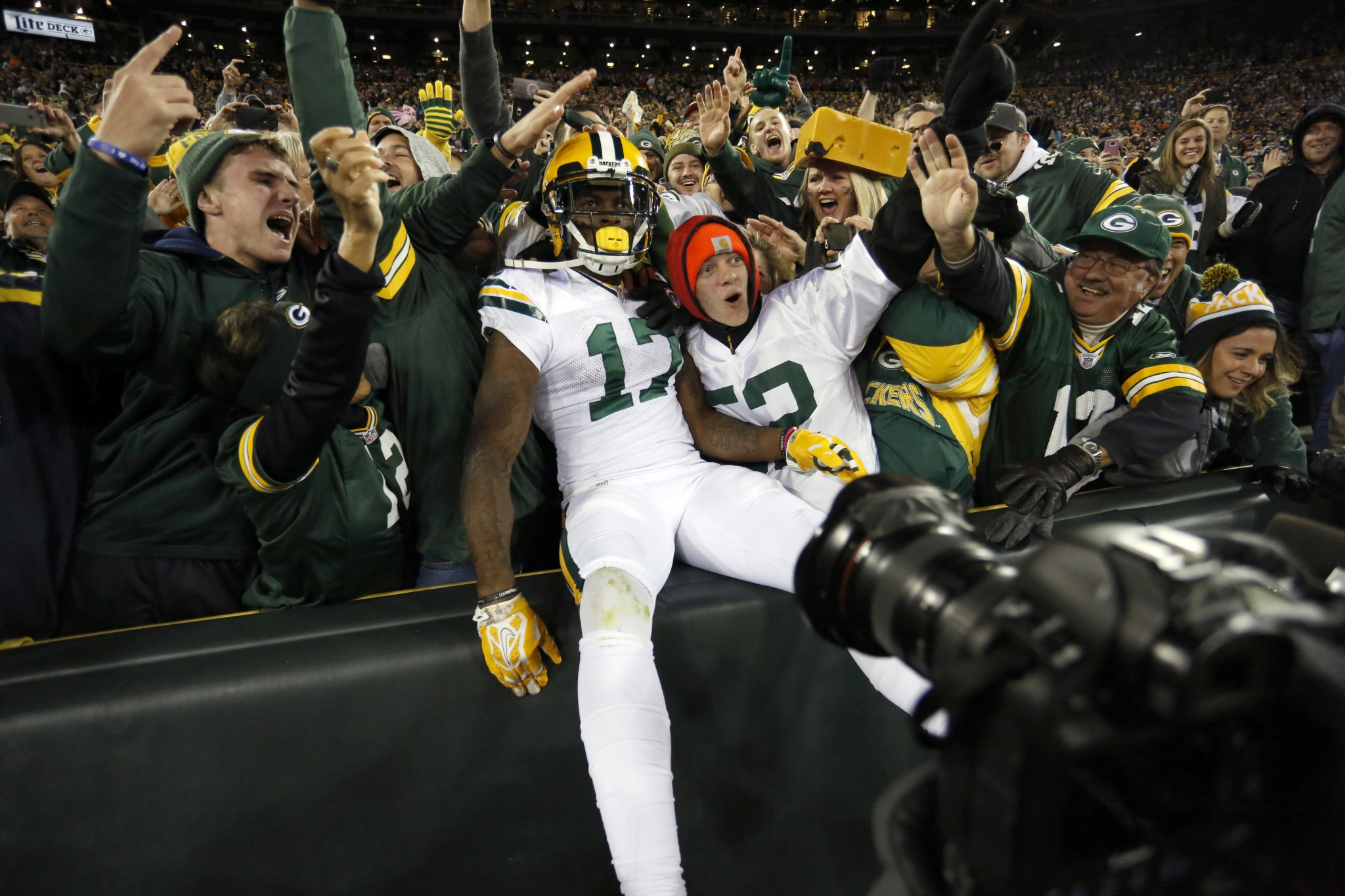 Big performances from Adams, Montgomery bail out ailing Packers…