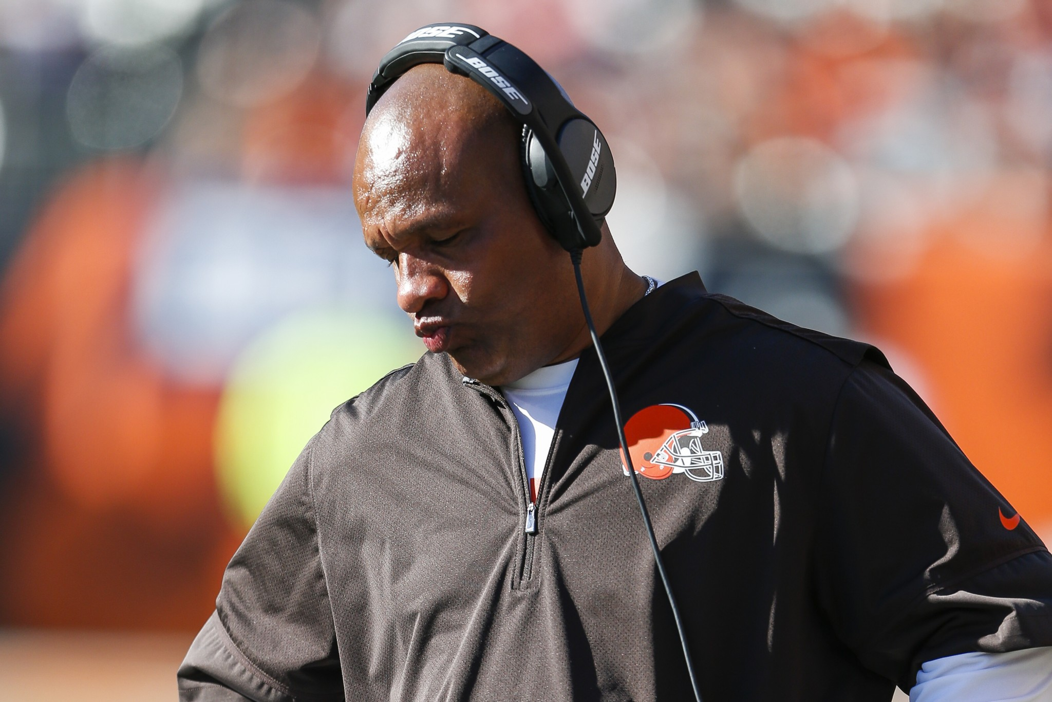 Why Browns coach Hue Jackson took off his headset during loss t…