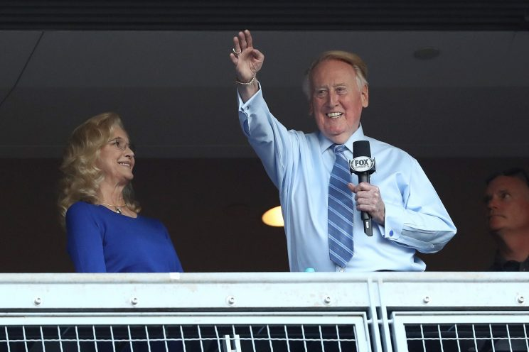 Vin Scully appears in greatest photo of all time at White House