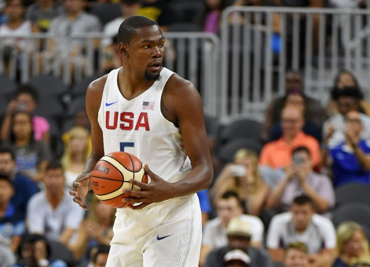 Kevin Durant of the US sets up a play against Argentina during their exhibition game at T-Mobile Arena in Las Vegas, Nevada, on July 22, 2016 (AFP Photo/Ethan Miller)