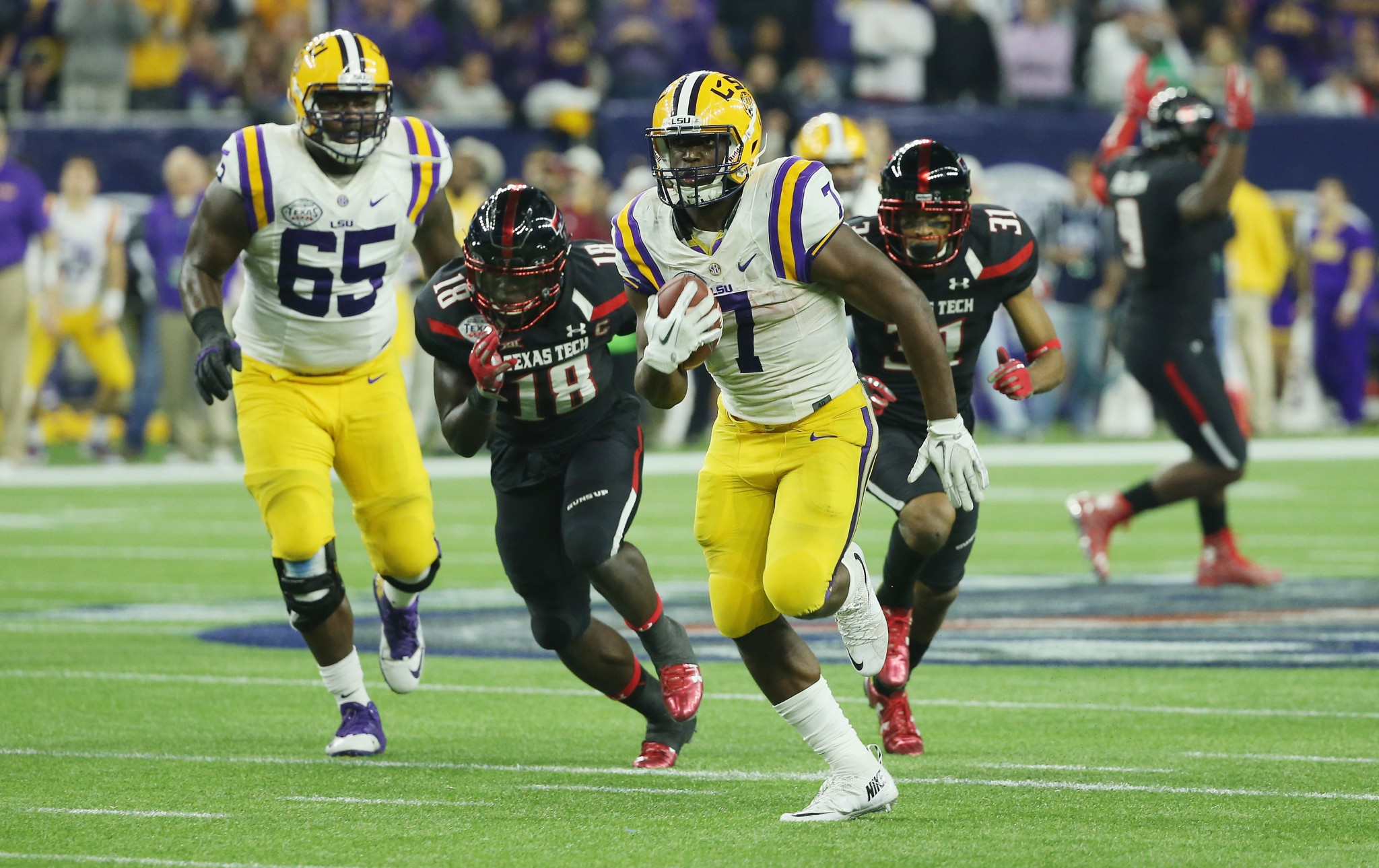 HOUSTON, TX - DECEMBER 29: Leonard Fournette #7 of the LSU Tigers runs for a 43-yard touchdown during the second half of their game against the Texas Tech Red Raiders during the AdvoCare V100 Texas Bowl at NRG Stadium on December 29, 2015 in Houston, Texas. (Photo by Scott Halleran/Getty Images)