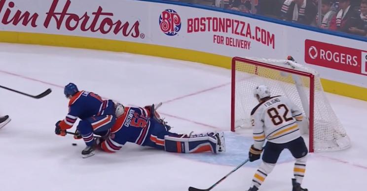 NHL concussion spotters yank Edmonton goalie, make presence kno…