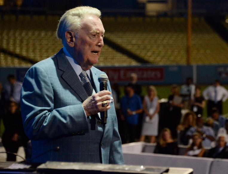 Vin Scully honored by Fleetwood Mac at Dodgers Gala
