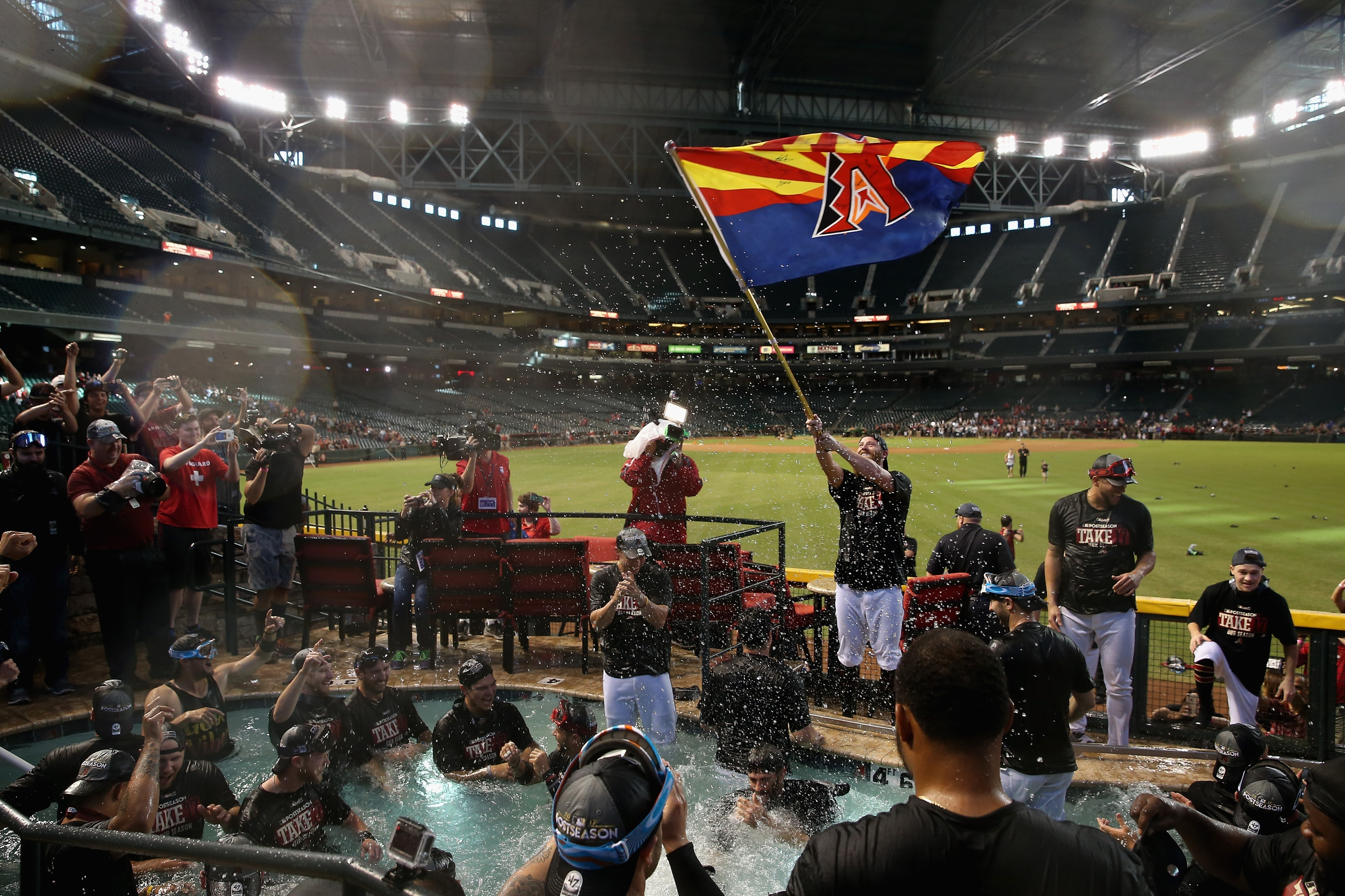 D-backs celebrate clinching NL wild-card spot in Chase Field pool
