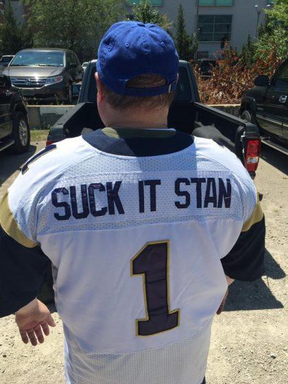 St. Louis fans honor Rams legends indoors, trash Stan Kroenke o…