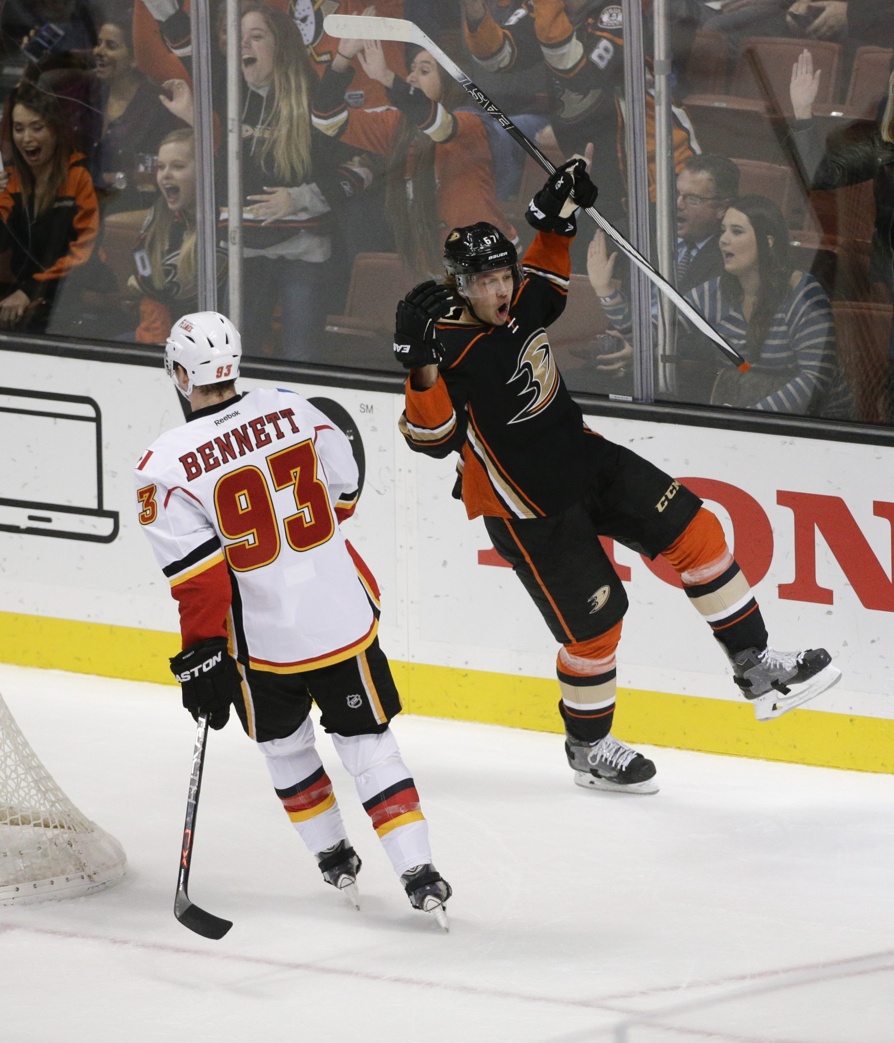 Ducks re-sign Rakell, move focus to Lindholm