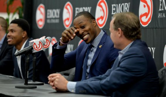 Dwight Howard gets emotional at introduction for hometown Hawks