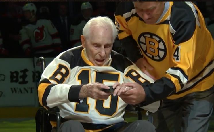 Bobby Orr assists Milt Schmidt, 98, for unforgettable Bruins' p…