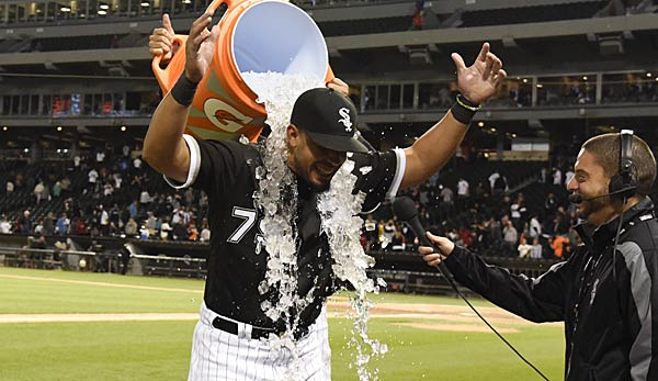 White Sox give Jose Abreu a ring to commemorate his cycle