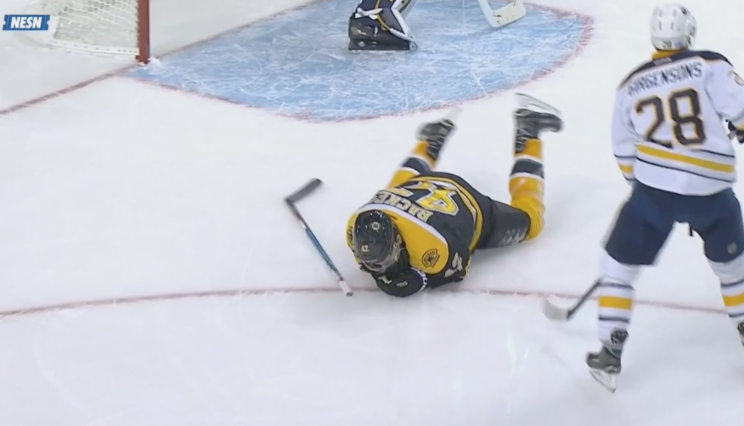 David Backes takes nasty high-stick, doesn't miss shift (Video)