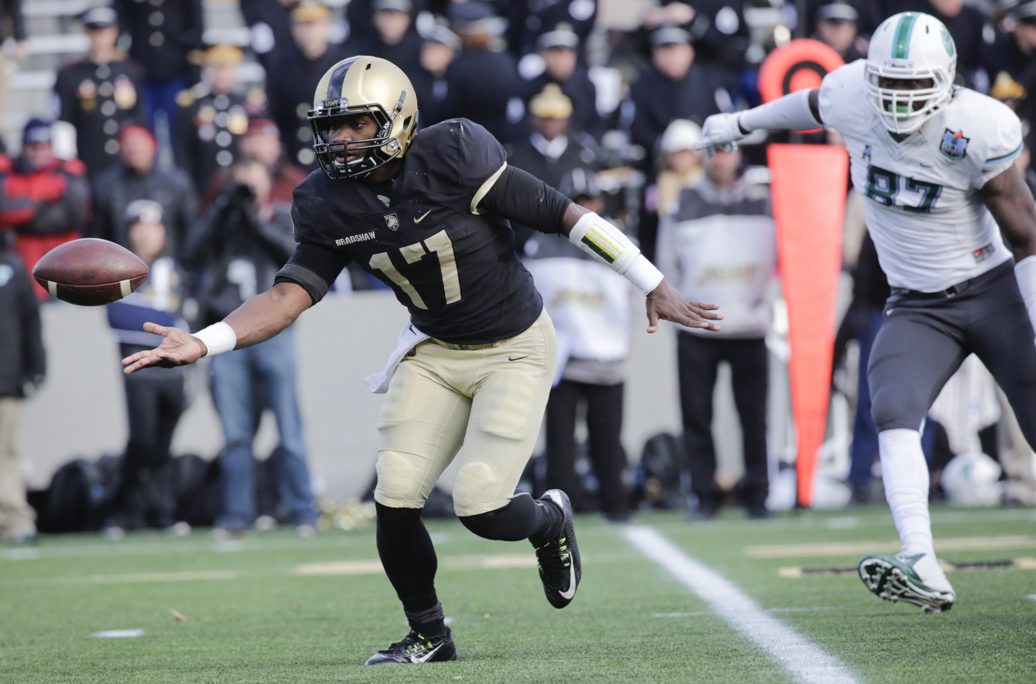 Army quarterback Ahmad Bradshaw (17) pitches the ball to a teammate during the second half of an NCAA college football game against Tulane on Saturday, Nov. 14, 2015, in West Point, N.Y. (AP Photo/Mike Groll)