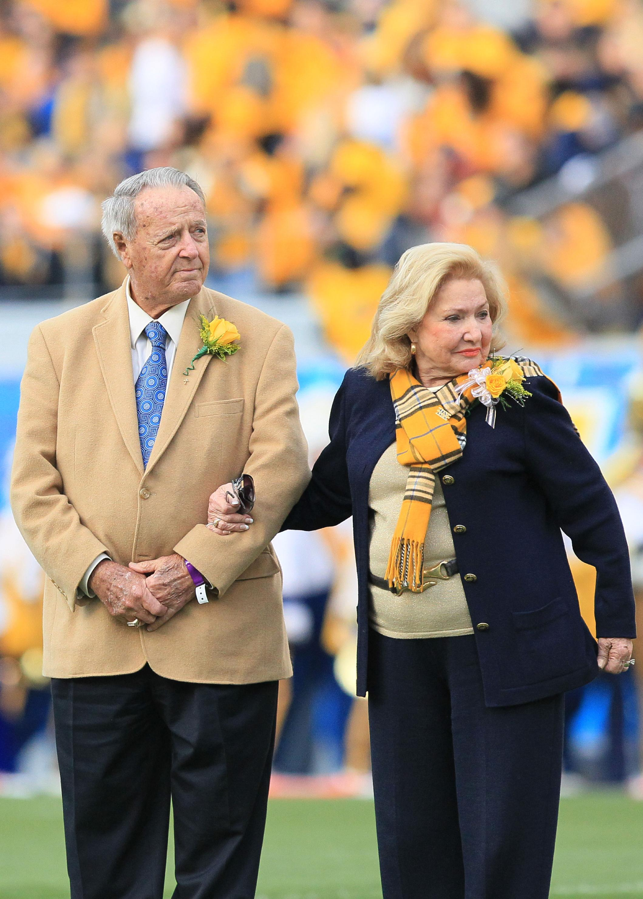 Bobby Bowden, left, with his wife, Ann, on Oct. 4, 2014. (AP)