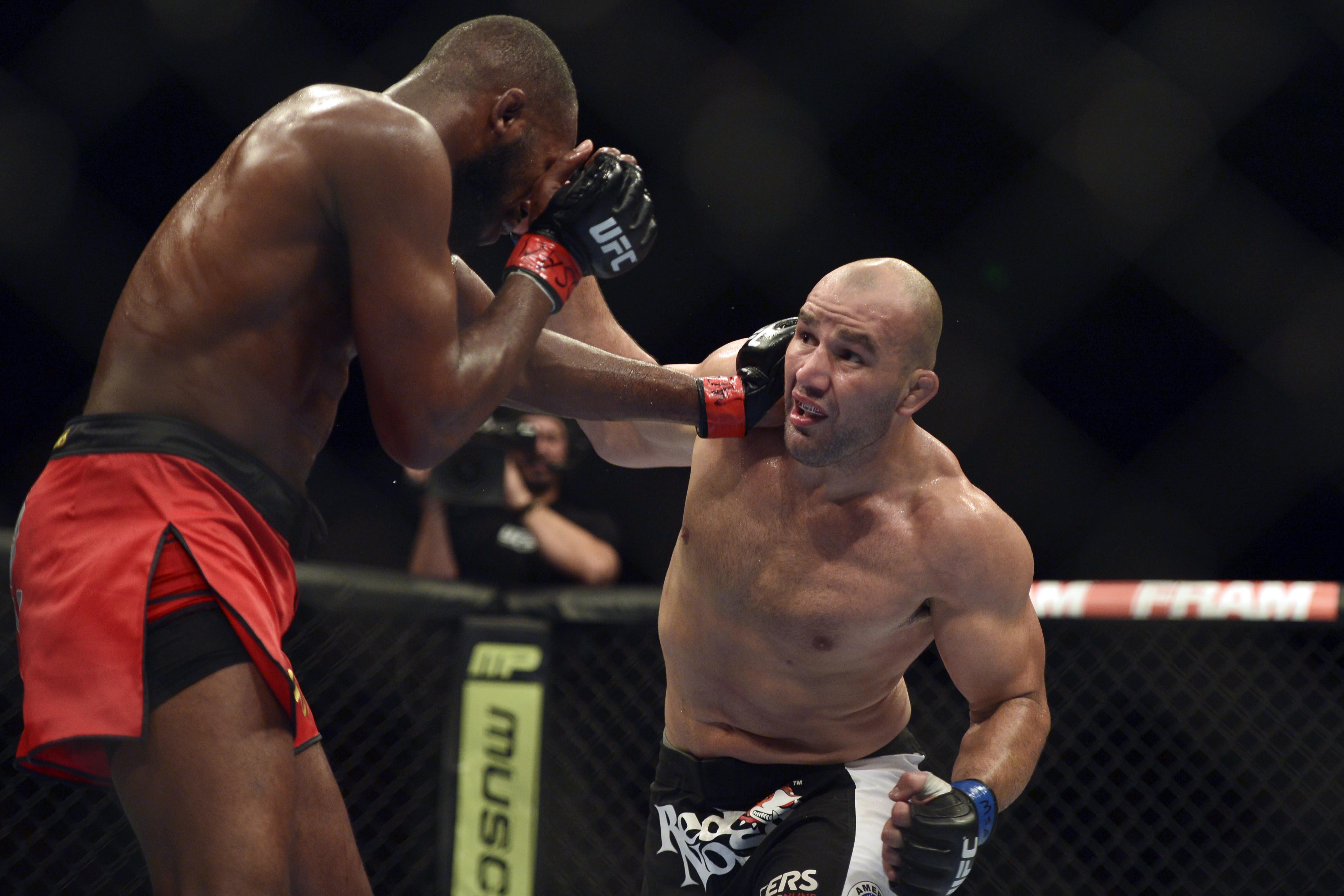 Clay says that Glover Teixeira [R] has nasty KO power.