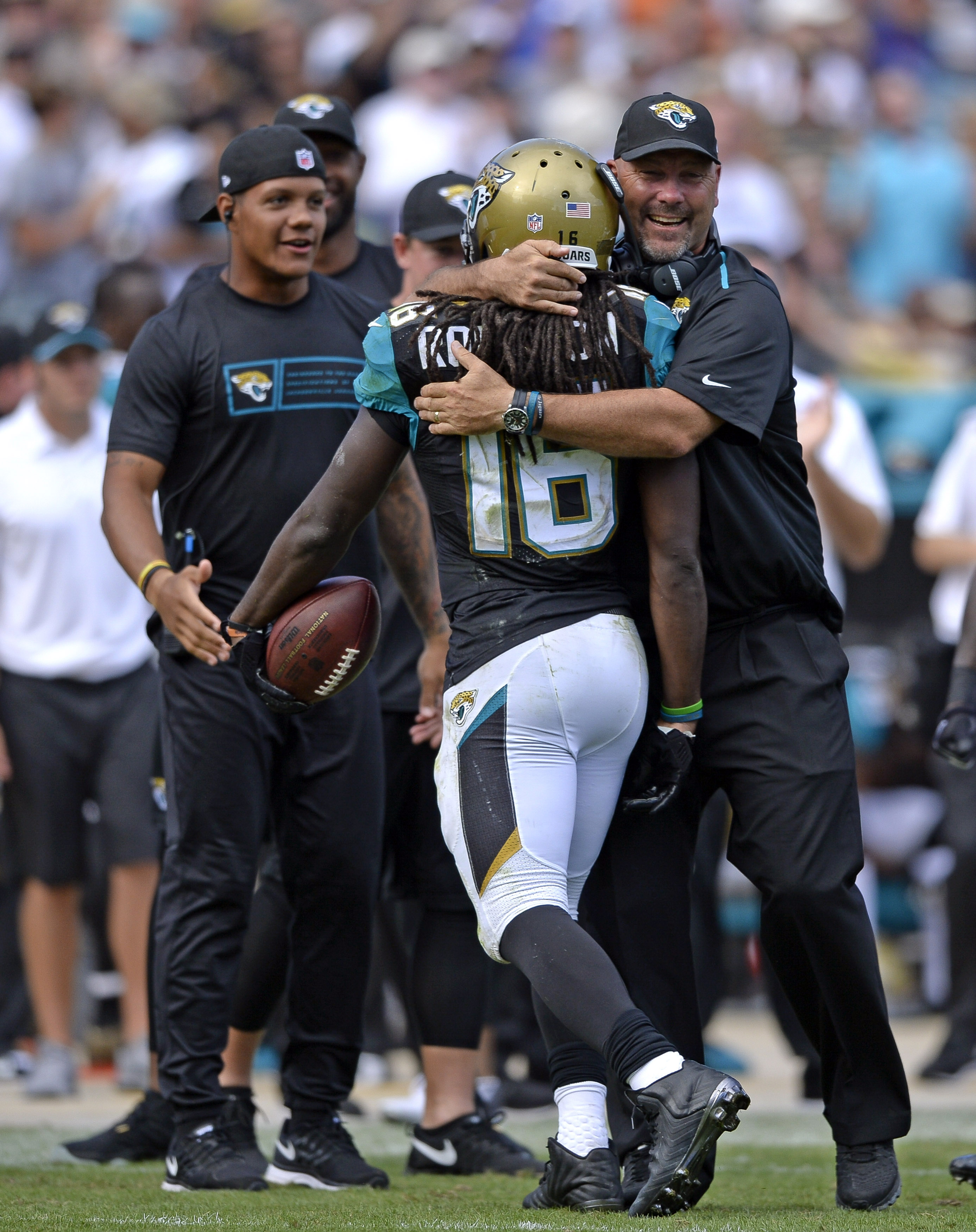 Denard Robinson breaks the plane, blows up against the Browns (Richard Dole-USA TODAY Sports)