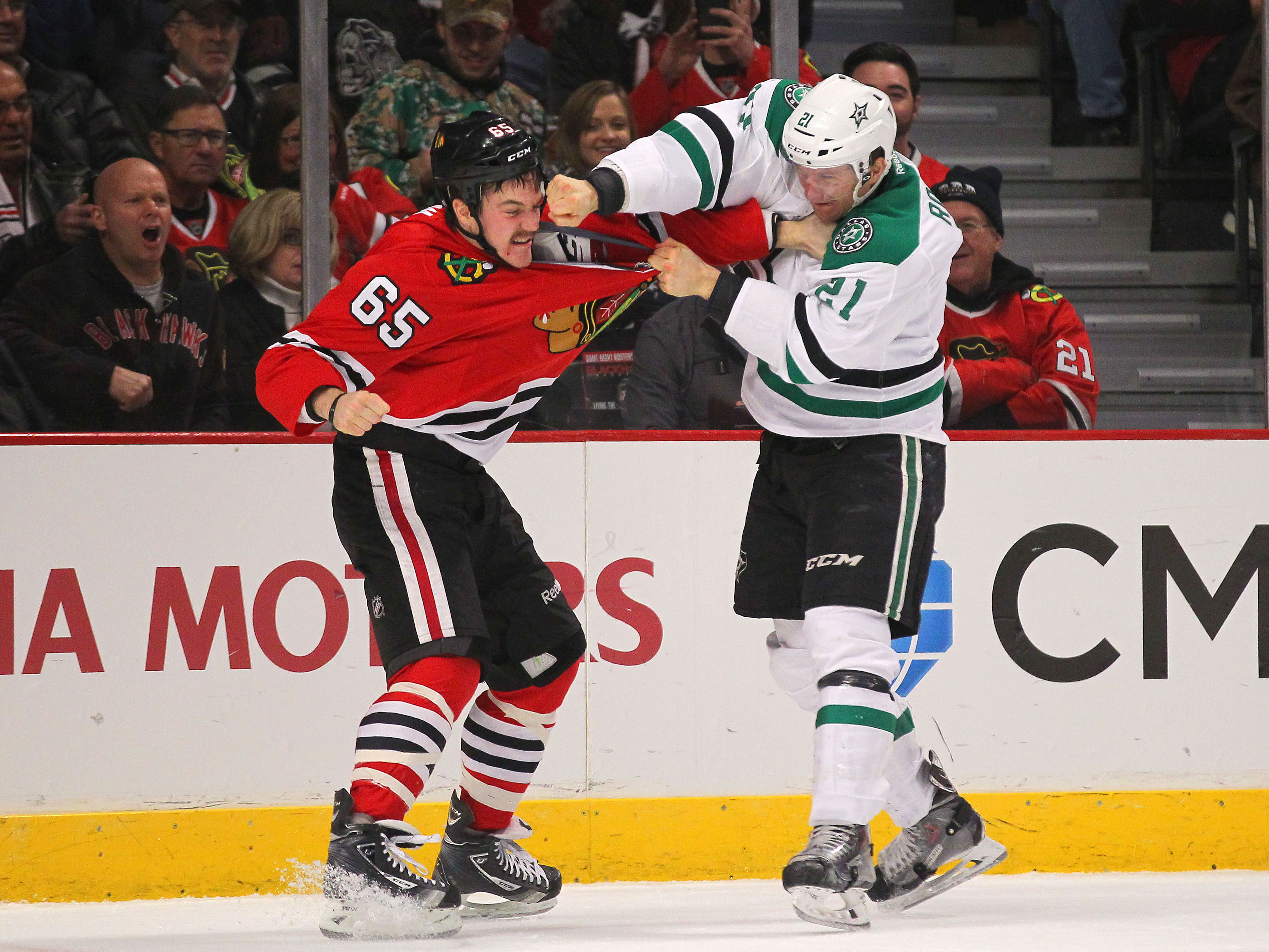 The 10 Greatest Hockey Fights Of 2014 (Puck Daddy Year In Review)