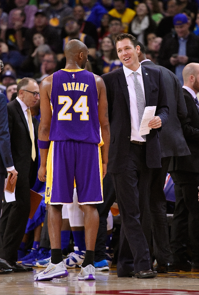 Report: Interim coach Luke Walton might get credit for Warriors…