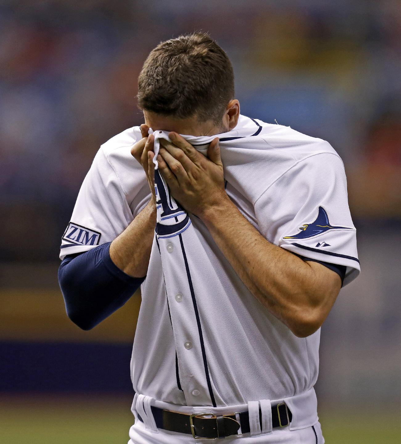 Rays end offensive drought, split series