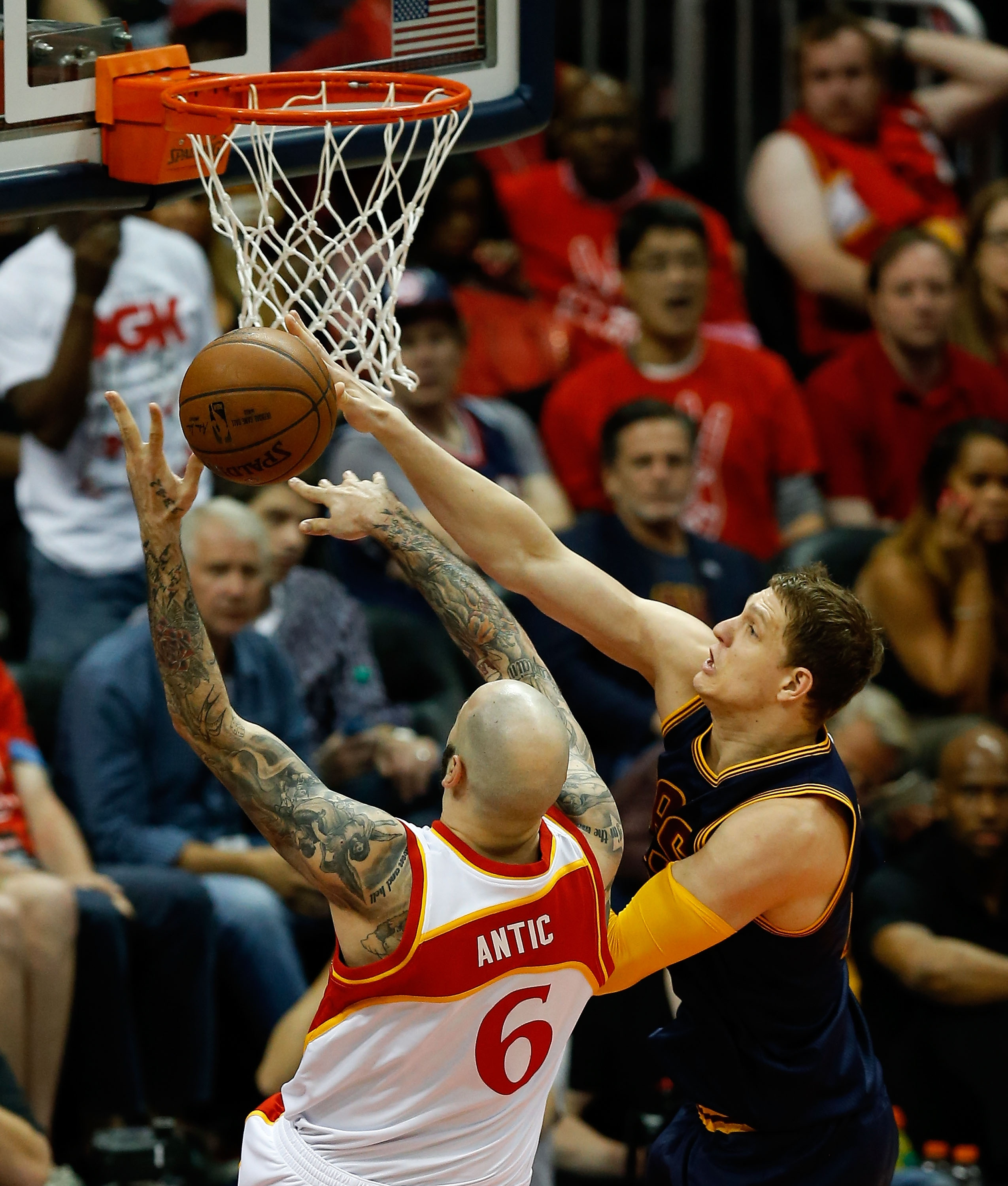 Timofey Mozgov rejects Pero Antic. (Mike Zarrilli/Getty Images)