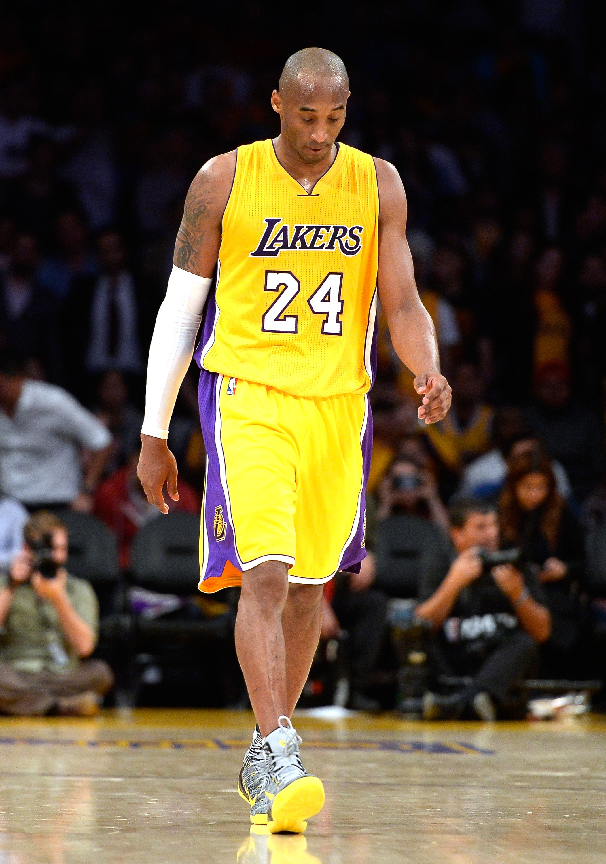 Kobe Bryant undergoes shoulder surgery, likely ready for next s…