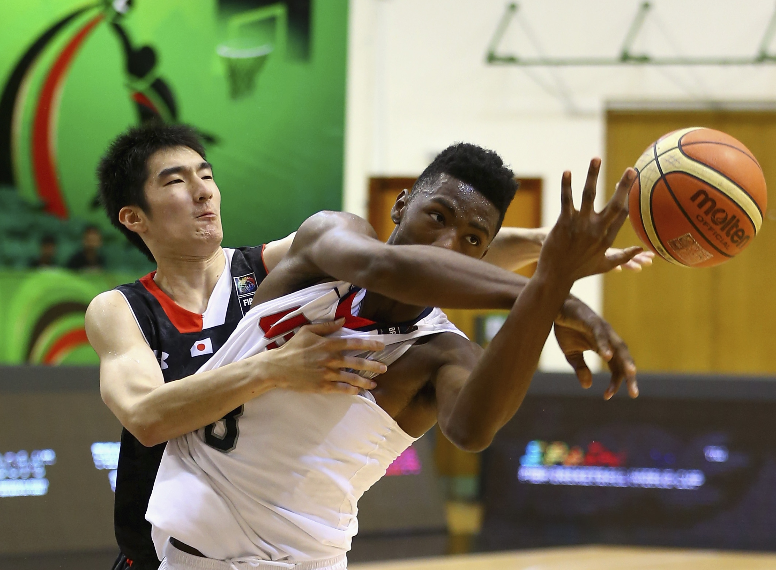 Harry Giles of the United States competes for the ball with Gen Hiraiwa of Japan (Photo by Francois Nel/Getty Images)